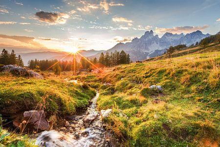 """Berglandschaft """"Sonnenuntergang auf der Alm"""" von Coen Weesjes"""