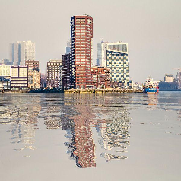 Réflexion de l'eau Lloydpier Rotterdam sur Frans Blok