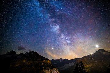 Ciel étoilé au-dessus des Alpes suisses