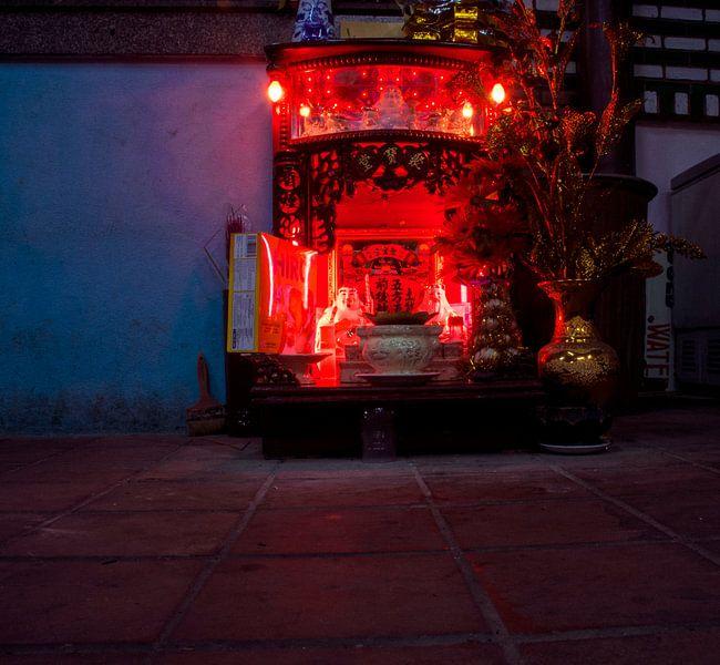 Altaar in Vietnam van Godelieve Luijk