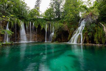 Watervallen in een meertje van Jeroen de Weerd