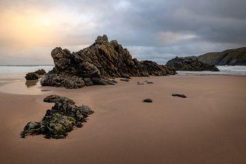 Der schöne Strand von Durness in Schottland bei Sonnenaufgang. von Jos Pannekoek