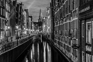 Amsterdamse gracht in de avond. van