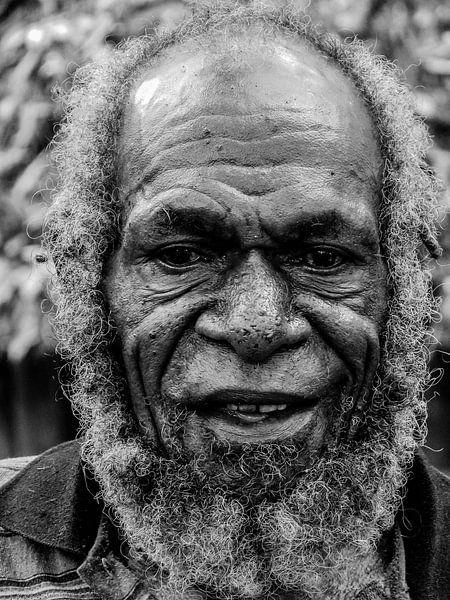 Villager in the Napua hills van Global Heartbeats