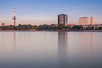 Euromast Rotterdam in de ochtend van