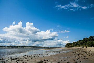 Elbe strand in Wedel #1 van Norbert Sülzner