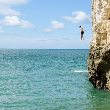 Jumping from a cliff sauter d'une falaise