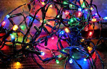kleurrijke verlichting of kerstlampjes in neon kleuren van Sonja Blankestijn