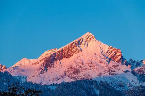 Alpspitze im ersten wärmenden Sonnenlicht van