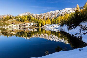 Bergsee im Herbst von Coen Weesjes