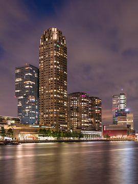 La Nouvelle-Orléans la nuit : un gratte-ciel se reflète dans un canal sur Tony Vingerhoets