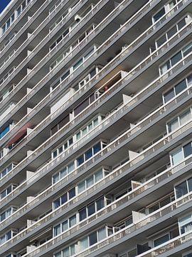 Beobachten Sie den Mann in Rot, Gebäude von Stephan Smit