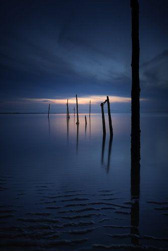 Aan de kust - Licht in de duisternis van Vincent Fennis