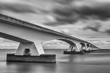 Eine Ikone, die Brücke über die Oosterschelde von Gerry van Roosmalen