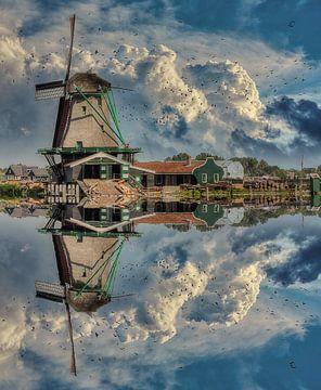 Réflexion sur l'eau, Zaanse Schans, Pays-Bas sur Maarten Kost