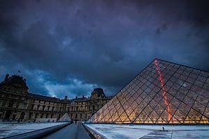 Piramide bij het Louvre van