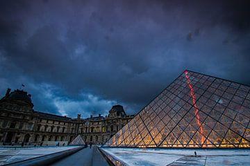 Piramide bij het Louvre sur René Groenendijk