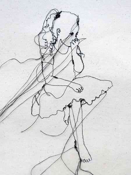 Klein - Mädchen aus Nadel & Draht von Kim Rijntjes