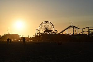 Santa Monica Pier bij zonsondergang van