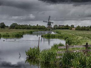 Molen in Hollands landschap van
