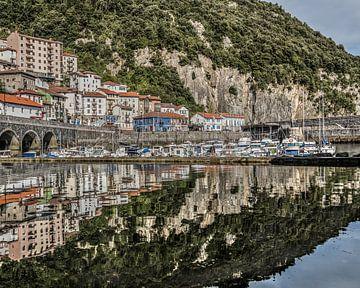 Het kleine haventje van Elantxobe, Baskenland van Harrie Muis