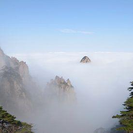 Gele Berg - Huang Shan, China van Peter Apers