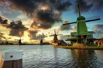 Sonnenuntergang an der Zaanse Schans von Peter van der Waard