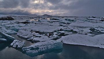 De ijsbergen van Jökulsárlón van Timon Schneider