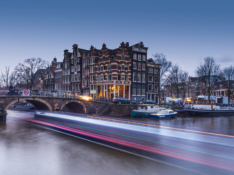 Light trails Brouwersgracht Amsterdam van Henk Goossens