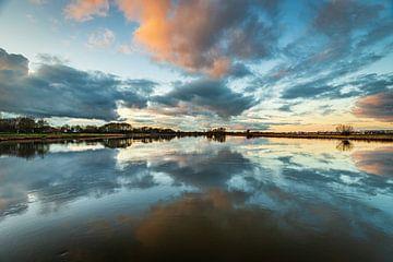 Wolkenspiegel van Wesley Kole