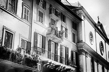 Straßenszene von Rom, Italien | Schwarz-Weiß-Foto I Straßenfotografie von Diana van Neck Photography