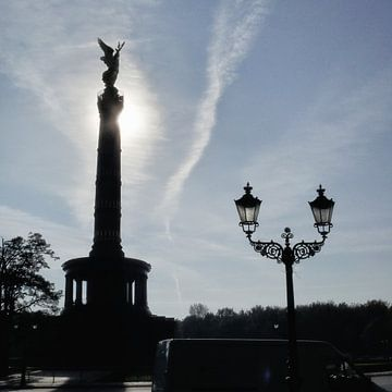 Victory-Column with street lamp, Berlin van Ralf Schroeer