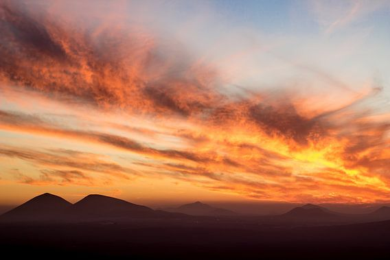 Zonsondergang boven Lanzarote van Tomas Grootveld
