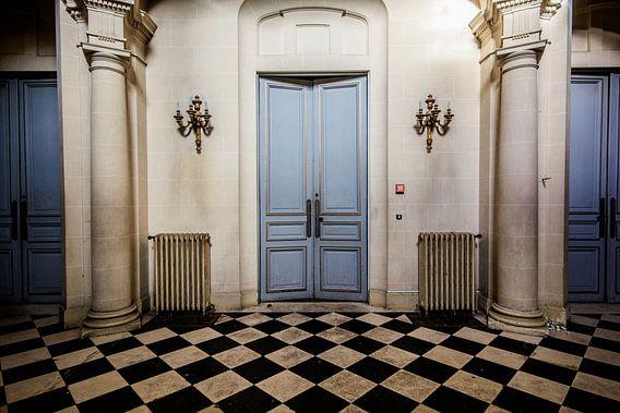 Urban exploratopn Doors and still is doors