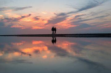 Stelletje op het strand van Richard Steenvoorden