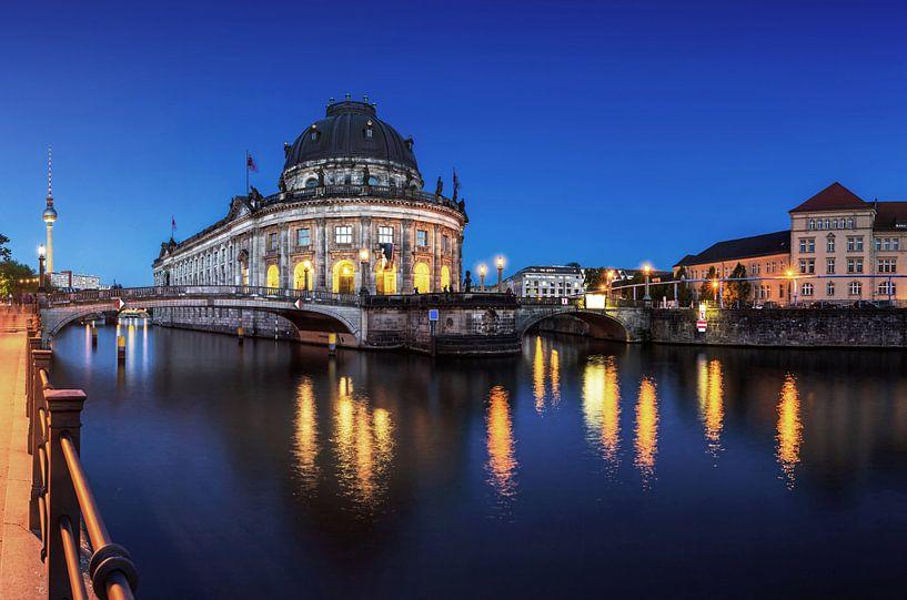 Bodemuseum et tour de télévision à Berlin sur Frank Herrmann