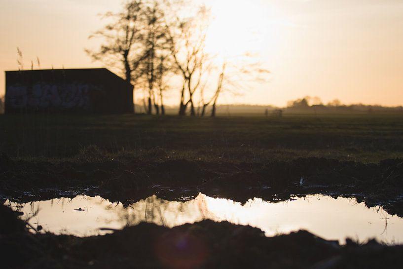 Schuurtje met reflectie van thomas van der Wijngaard