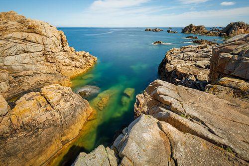 Côte rocheuse accidentée en Bretagne