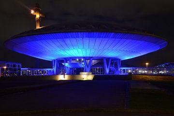 het Evoluon in Eindhoven in het donker  van tiny brok