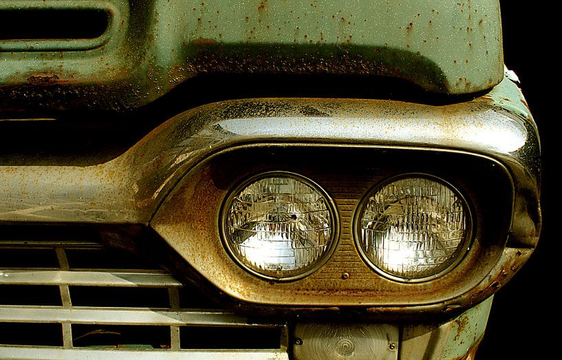 Detail of rusty old green car. von Alice Berkien-van Mil