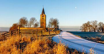Oude kerktoren op een terp von Jaap Terpstra