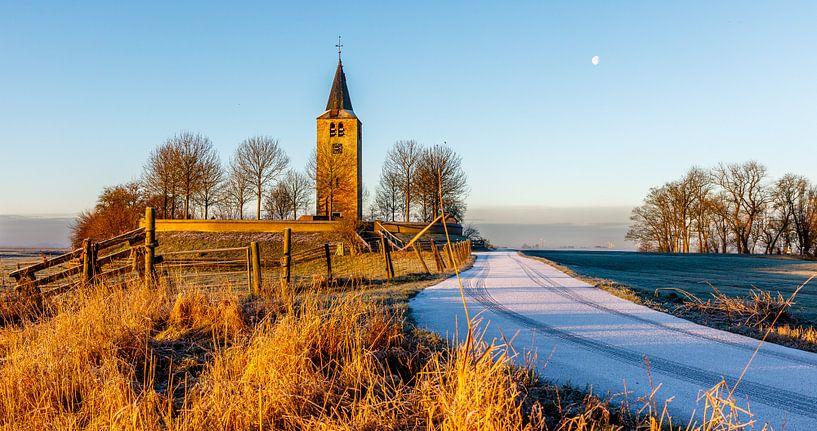 Oude kerktoren op een terp van Jaap Terpstra