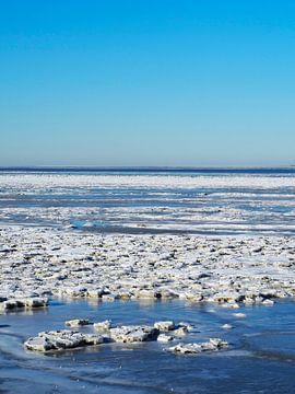 Ijs in de Waddenzee vanaf de Afsluitdijk van Helene Ketzer
