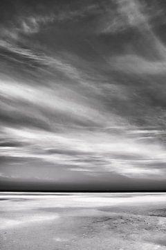 Schwarz-weißer Strand von Jan Brons