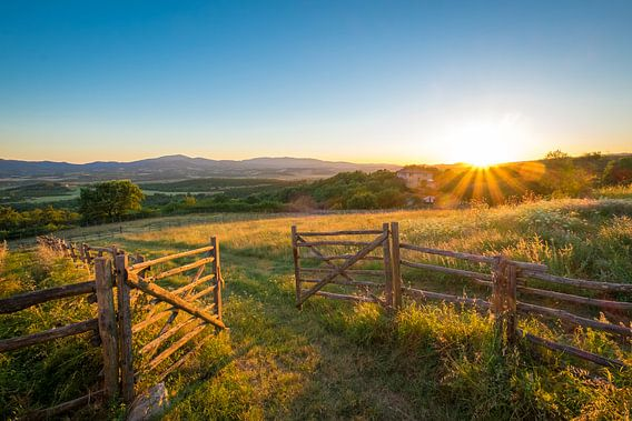 Toscaanse zonsondergang van Paul Kaandorp