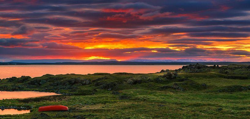 Sunset at lake Myvatn, Iceland van Henk Meijer Photography