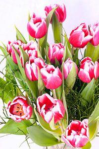 boeket met wit rose / roze tulpen