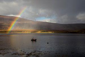 Regenboog in Schotland van Hans Moerkens