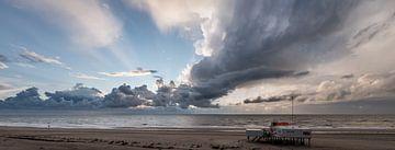 Storm op het strand 02 von Arjen Schippers