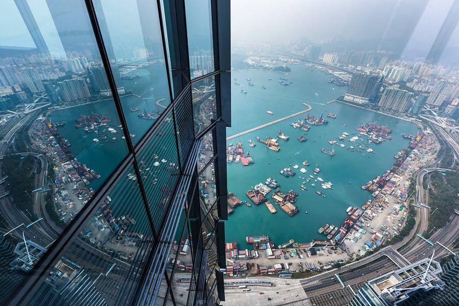 Hongkong uitzicht van bovenaf van Inge van den Brande